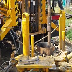Wiercenie studni udarowe w rurach stalowych